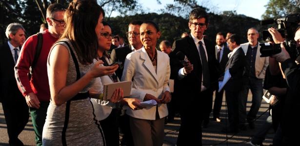 Marina Silva cercada por jornalistas - Junior Lago/UOL