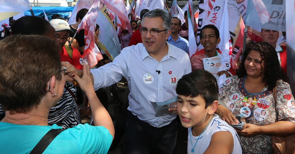 1°.set.2014 -  O Candidato ao governo de São Paulo pelo PT, Alexandre Padilha, faz caminhada em Santos, no litoral do Estado