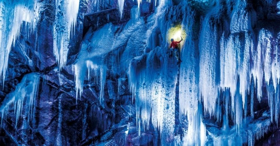 """1º.set.2014- As impressionantes estruturas de gelo e neve chegam a 500 metros de altura. """"Fotografar e filmar à noite é um grande desafio"""", diz Senf. """"A iluminação correta é determinante"""""""