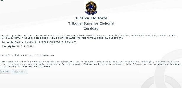 """Certidão emitida hoje pelo TSE (Tribunal Superior Eleitoral) mostra que Randolfe está filiado ao PSOL, mas com """"pendência de cancelamento"""""""