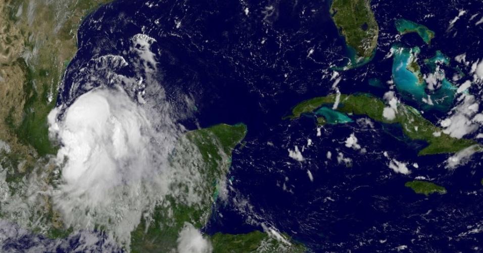 2.set.2014 - Imagem de satélite mostra a tempestade tropical Dolly no Golfo do México. A tempestade se formou na costa do país, sobre a Baía de Campeche. Os ventos chegaram a 72 km/h. Um aviso de tempestade tropical para a costa do México foi ampliado e agora atinge também de Tuxpan até Barra el Mezquital