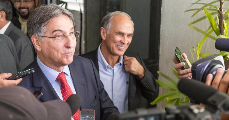 2.set.2014 - O candidato ao governo de Minas Gerais Fernando Pimentel (PT) fala com jornalistas após reunião na FAEMG (Federação da Agricultura e Pecuária do Estado de Minas Gerais)