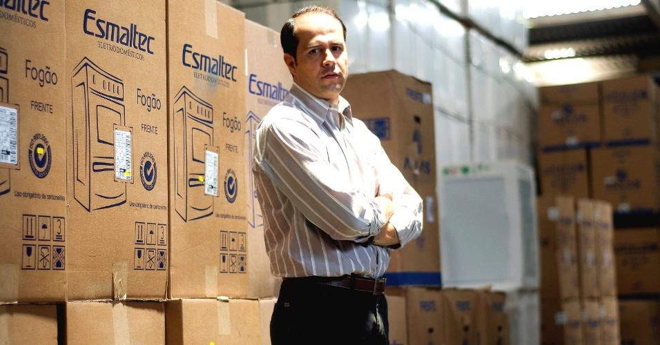 A rede de lojas de eletrodomesticos Ricardo Eletro esta em expansao e ja desperta interesse nas redes maiores. Na foto, Ricardo Nunes, proprietario da rede, no centro de distribuicao e administracao, no bairro Nacional, em Contagem