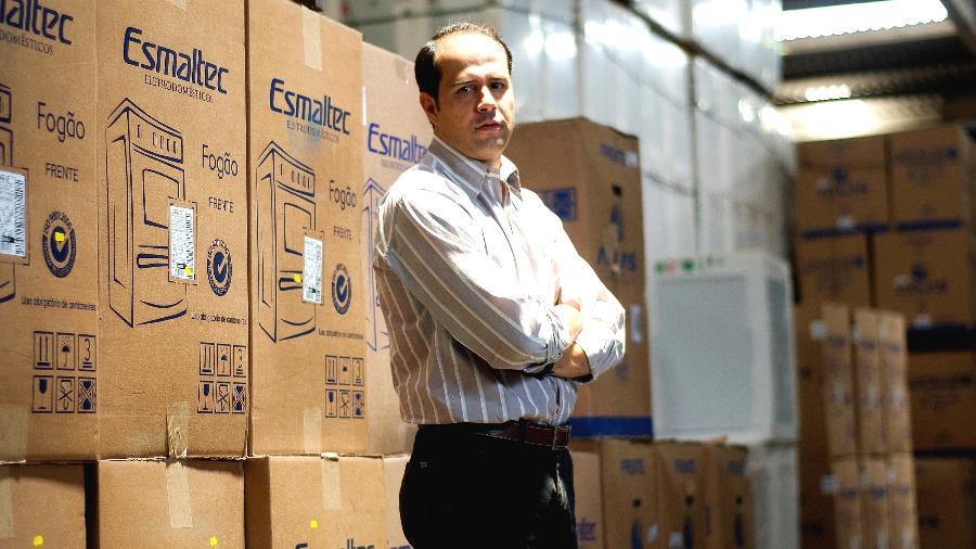 A rede de lojas de eletrodomesticos Ricardo Eletro esta em expansao e ja desperta interesse nas redes maiores. Na foto, Ricardo Nunes, proprietario da rede, no centro de distribuicao e administracao, no bairro Nacional, em Contagem - Pedro Silveira/Folhapress