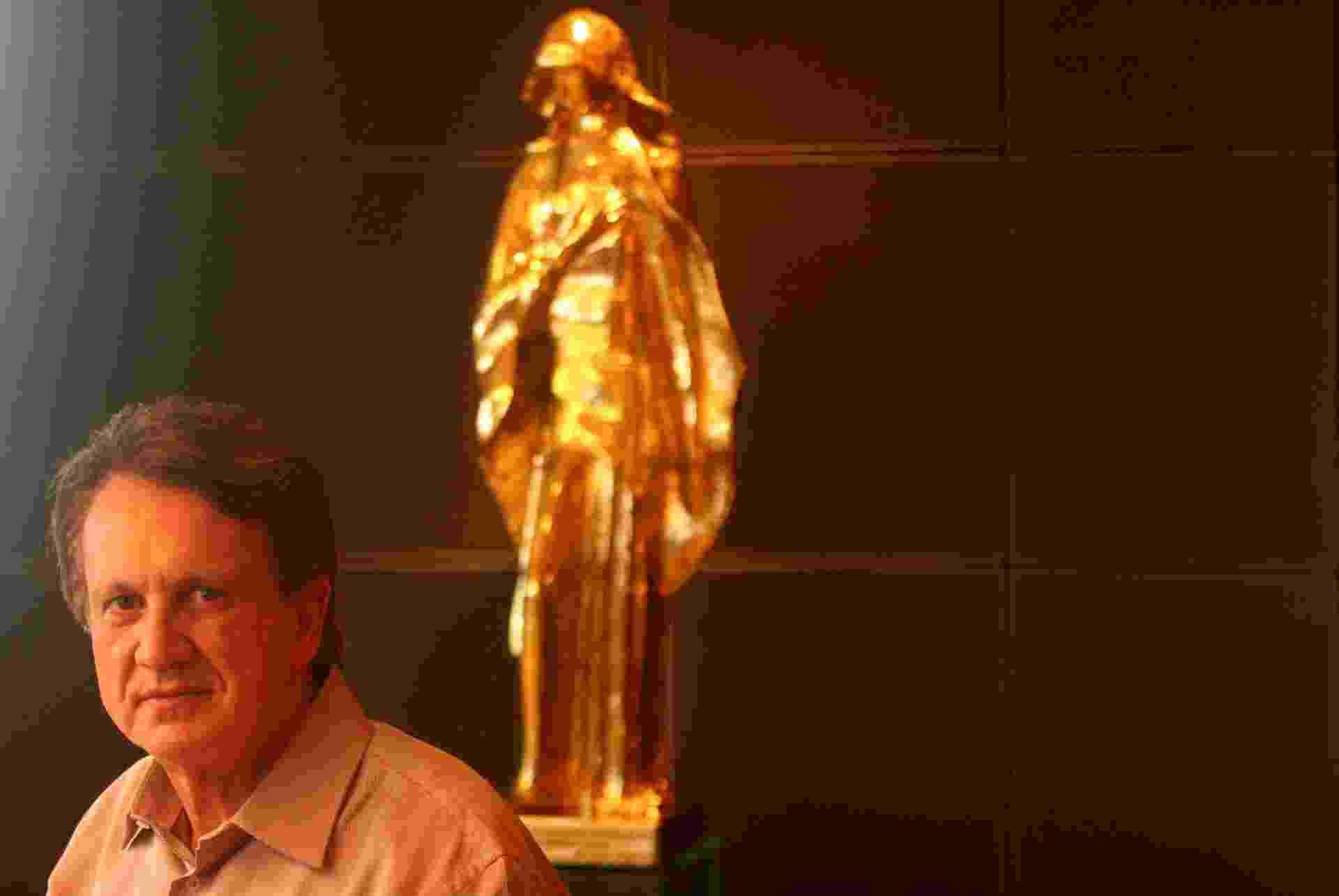 Edson de Godoy Bueno, vice-presidente do grupo AMIL, no seu escritório, na Barra da Tijuca, Rio de Janeiro (RJ). (Rio de Janeiro (RJ), 02.10.2006 - Ricardo Moraes/Folhapress