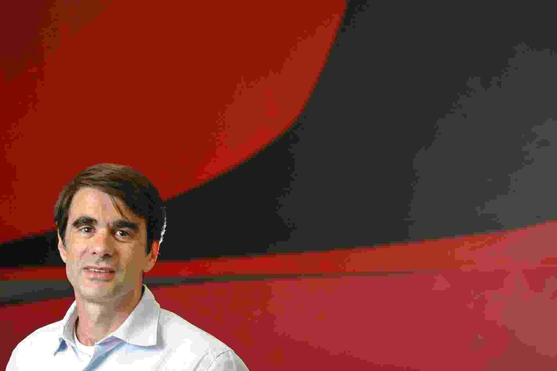 O documentarista Joao Moreira Salles concede entrevista na sede da produtora Videofilmes, no bairro da Gloria, zona sul do Rio, em 08 de agosto 2007, sobre seu novo filme Santiago, sobre o mordomo de sua famila. - Rafael Andrade/Folhapress