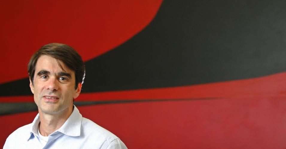 O documentarista Joao Moreira Salles concede entrevista na sede da produtora Videofilmes, no bairro da Gloria, zona sul do Rio, em 08 de agosto 2007, sobre seu novo filme Santiago, sobre o mordomo de sua famila.