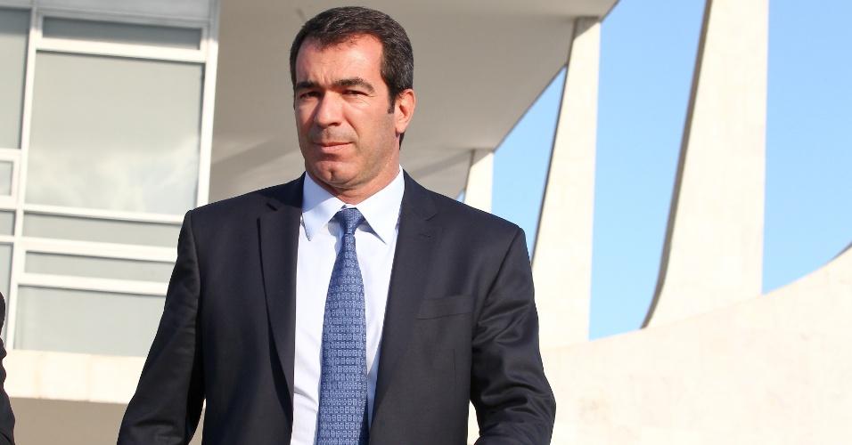 O dono da Gol Linhas Aéreas Constantino de Oliveira Junior deixa o Palácio do Planalto após uma reunião com o Ministro Chefe da Secretaria Geral da PR Gilberto Carvalho