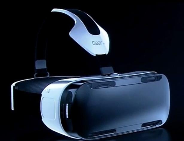 03.set.2014 - Gadget Samsung Gear VR permite que o usuário de um Galaxy Note 4 possa transformar seu phablet em um óculos de realidade virtual. O projeto vinha sendo desenvolvido em segredo