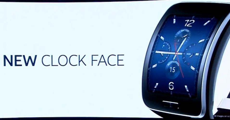 03.set.2014 - Novo smartwatch da Samsung, Gear S, conta com tela de duas polegadas Super Amoled e com um próprio SIM Card. Agora, o aparelho só precisa ser sincronizado com algum dispositivo Samsung apenas uma vez