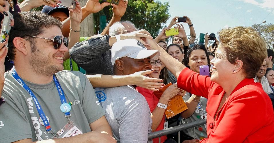 """3.set.2014 - A candidata à reeleição Dilma Rousseff (PT) disse nesta quarta-feira (3), durante visita à 8ª Olimpíada do Conhecimento, em Belo Horizonte, que fará """"atualização das políticas"""" e das """"equipes"""" em um eventual segundo mandato"""