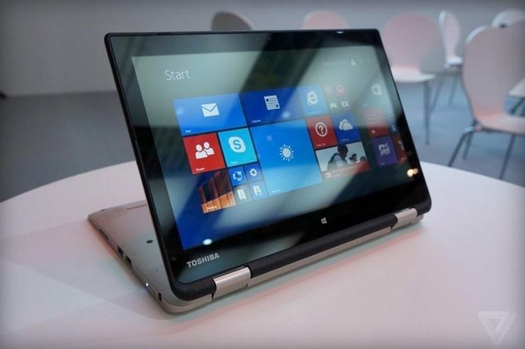 3.set.2014 - A Toshiba lançou o Satellite Radius 11, um laptop conversível em tablet, durante um evento prévio à IFA 2014, feira de tecnologia em Berlim, na Alemanha. O portátil roda Windows 8, possui processador Celeron (os detalhes não foram divulgados) ou e vem com tela de 11,6 polegadas (1366 x 768 pixels). Ele é capaz de armazenar até 500 GB. Segundo o The Verge, ele será vendido por 329 libras (cerca de R$ 1.200)  no Reino Unido