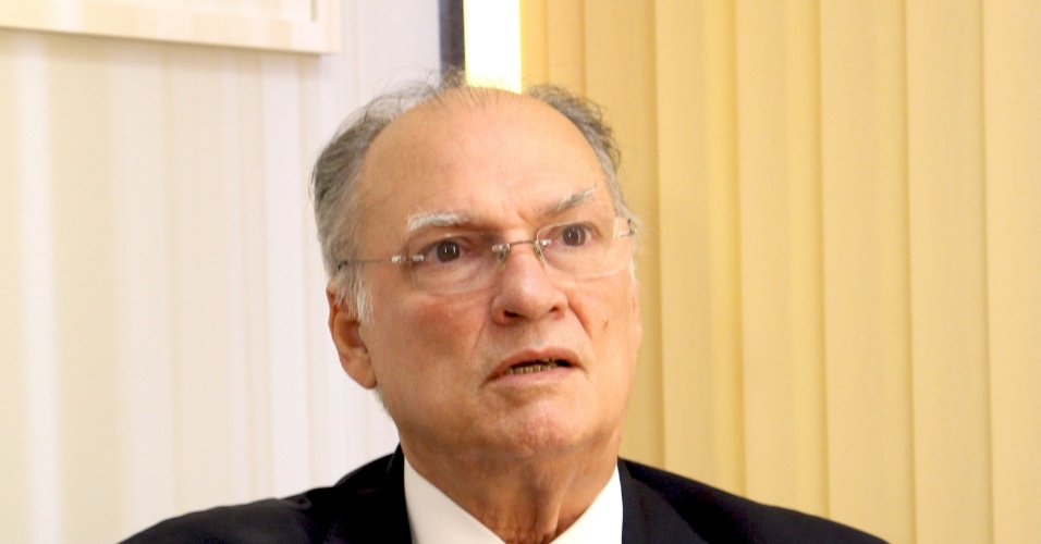 3.set.2014 - Josias de Souza, colunista do UOL, entrevista o deputado Roberto Freire (PPS-SP)