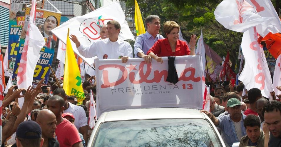 3.set.2014 - O candidato ao governo de Minas Gerais pelo PT, Fernando Pimentel, participou de carreata ao lado da presidente e candidata à reeleição pelo PT, Dilma Rousseff, e do candidato ao Senado pelo PMDB Josué Alencar pelas ruas de Belo Horizonte