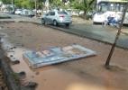 Placas de propaganda eleitoral ficam jogadas após chuva no Rio - Arion Marinho/Parceiro/Agência O Globo