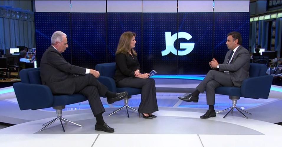 O candidato à presidência pelo PSDB, Aécio Neves, concede entrevista aos jornalistas Christiane Pelajo e William Waack, apresentadores do Jornal da Globo, na madrugada desta quinta-feira (4)