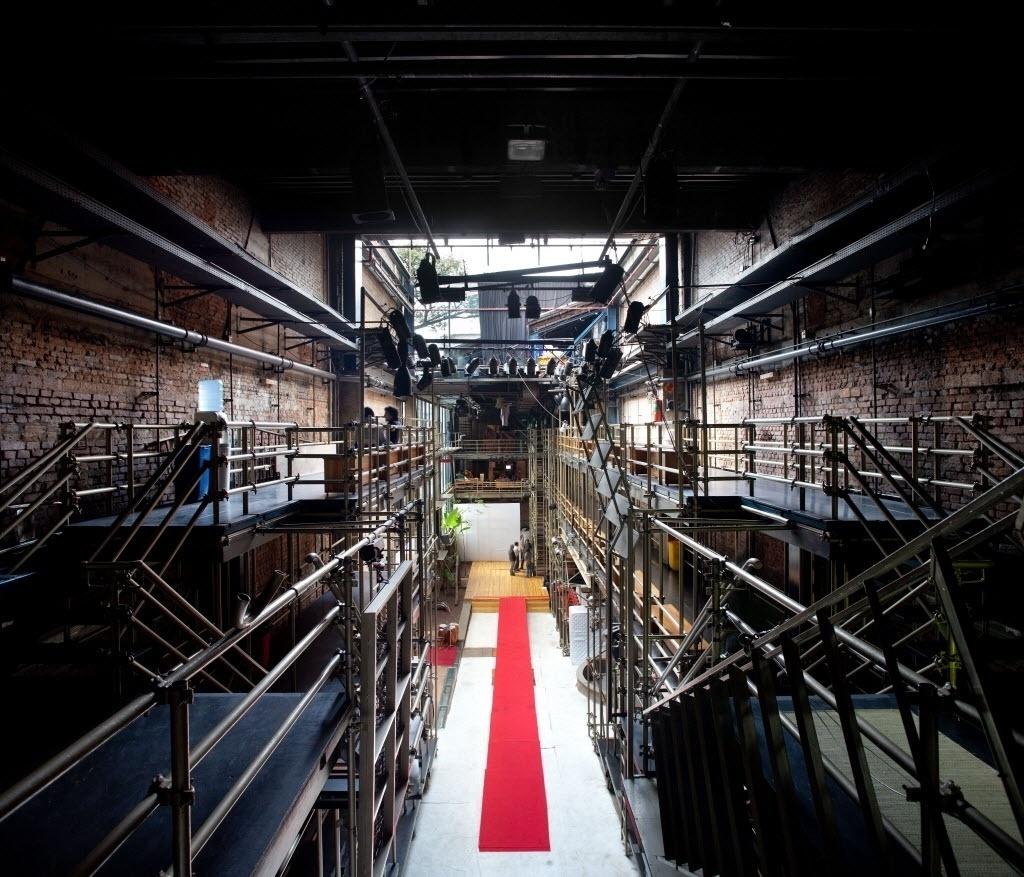 12.ago.2009 - Lina Bo Bardi iniciou a colaboração com o diretor de teatro José Celso Martinez Corrêa, presidente e diretor artístico da Associação Teatro Oficina Uzyna Uzona, em 1969. No começo da década de 1980, começou a projetar a reconstrução do Teatro Oficina, no Bexiga, no centro de São Paulo