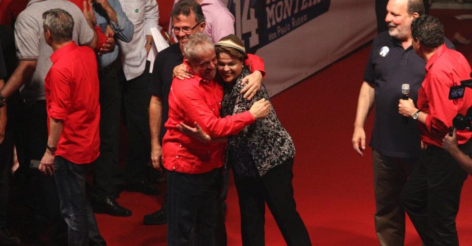4.set.2014 - Acompanhada pelo ex-presidente Lula, a presidente e candidata à reeleição pelo PT, Dilma Rousseff, participou de comício no bairro de Brasília Teimosa, no Recife (PE)