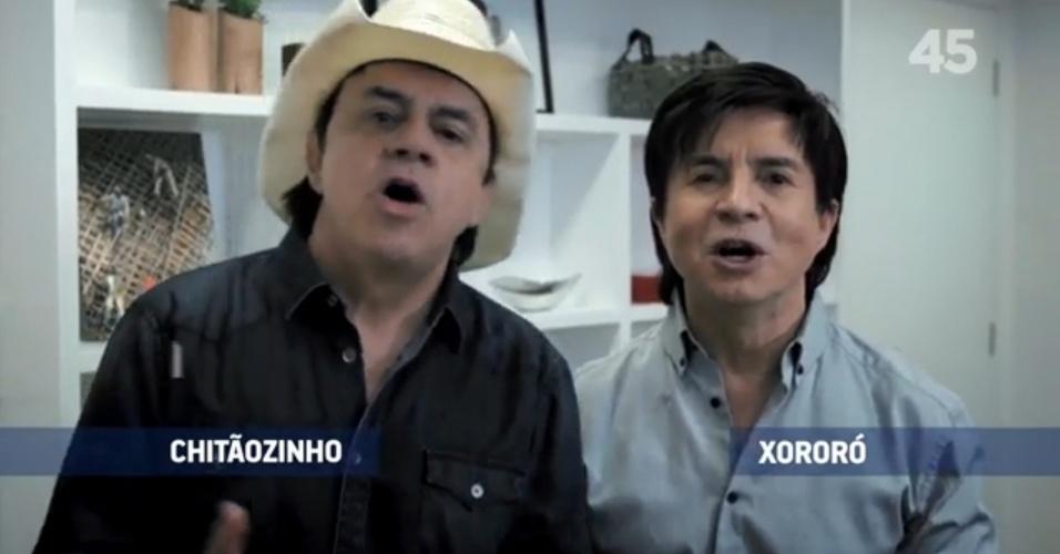 5.set.2014 - A dupla sertaneja Chitãozinho e Xororó apareceu no programa eleitoral de Aécio na TV para apoiar o candidato tucano