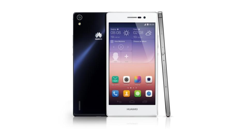 5.set.2014 - A Huawei afirmou que lançará uma edição limitada do telefone Ascend P7 (foto) com um display de vidro de safira - material caro, porém durável, que acirrou a disputa entre fabricantes após relatos de que a Apple começaria a produção em massa de dispositivos com ele. O aparelho roda Android 4.4 e vem com tela de 5 polegadas (1.920 x 1.080 pixels), câmera traseira de 13 megapixels, processador quad-core de 1,8 GHz (Cortex A9) com 2GB de RAM. O Ascend P7 Sapphire Edition deve chegar primeiro ao mercado chinês, porém o preço ainda não foi revelado