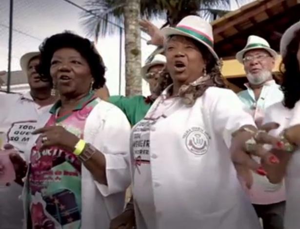 5.set.2014 - A velha guarda da Mangueira apareceu no programa eleitoral de Aécio na TV para apoiar o candidato tucano