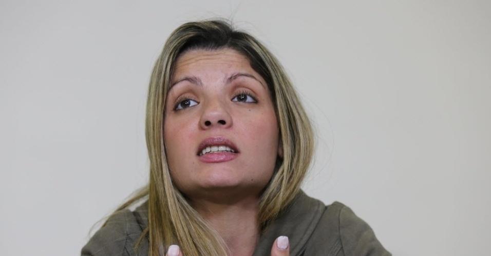 5.set.2014 - Fernanda Regina Cesar Santiago, 30, que teve traumatismo craniano após levar uma cotovelada durante uma briga em São Roque (SP), no dia 16 de agosto, disse nesta sexta-feira (5) que a agressão pode ter sido motivada pelo ciúmes de uma vizinha. Segundo Fernanda, a vizinha seria irmã ou prima do agressor, Anderson Lúcio de Oliveira, 35