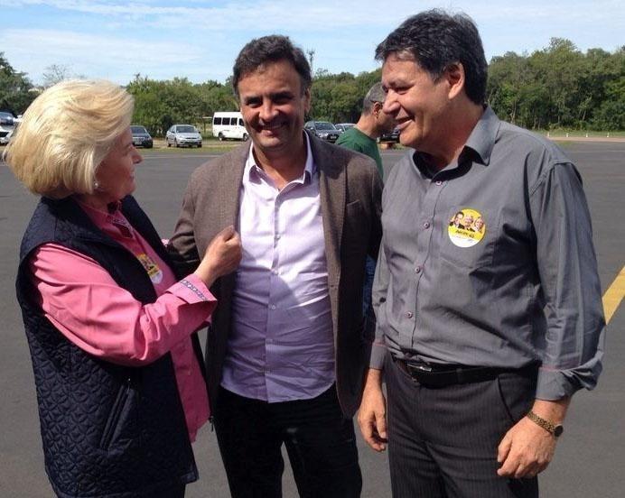 5.set.2014- Aécio Neves (PSDB) encontra a candidata ao governo do Rio Grande do Sul Ana Amélia Lemos (PP) em agenda na Expointer, em São Leopoldo, região metropolitana de Porto Alegre