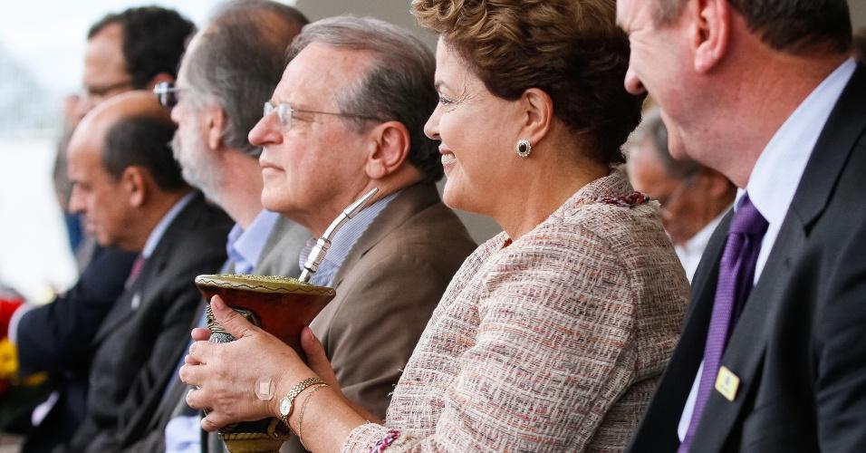 5.set.2014 - A presidente Dilma Rousseff (PT), candidata à reeleição, participou ao lado do governador do Rio Grande do Sul e candidato à reeleição, Tarso Genro (PT), da abertura da Expointer em Esteio, na região metropolitana de Porto Alegre