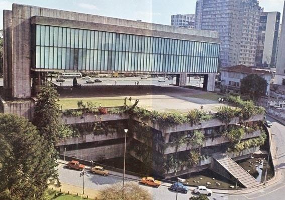 Lina mudou-se para o Brasil com o marido, o crítico e marchand Pietro Maria Bardi, que fora convidado pelo empresário Assis Chateaubriand para fundar e dirigir o Masp. Inicialmente, a arquiteta adaptou o prédio dos Diários Associados, de Chateaubriand, para comportar o museu. Depois, em 1957, Lina começou os estudos para projetar o prédio na Paulista que passaria a ser a sede do Masp. A inauguração teve a presença da rainha Elizabeth 2ª