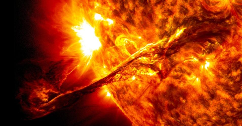 Cinto de radiação emitido por uma explosão solar; explosão solar;