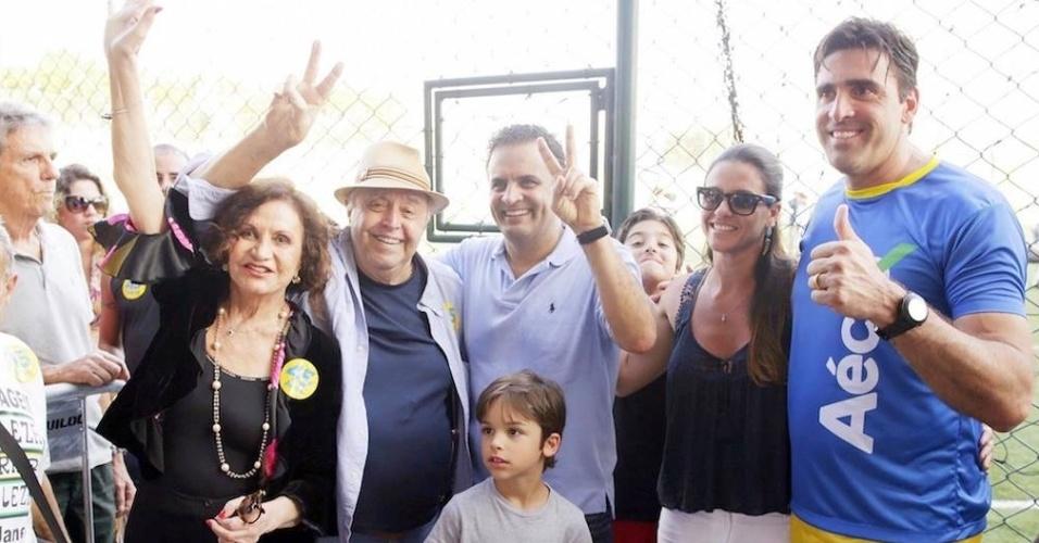 O casal de atores Rosamaria Murtinho e Mauro Mendonça pretendem votar em Aécio Neves na eleição presidencial deste ano