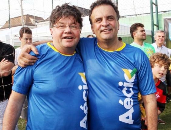 """O humorista Marcelo Madureira, do grupo """"Casseta & Planeta"""", vestiu a camisa da campanha de Aécio Neves (PSDB), em quem irá votar para presidente em 5 de outubro."""
