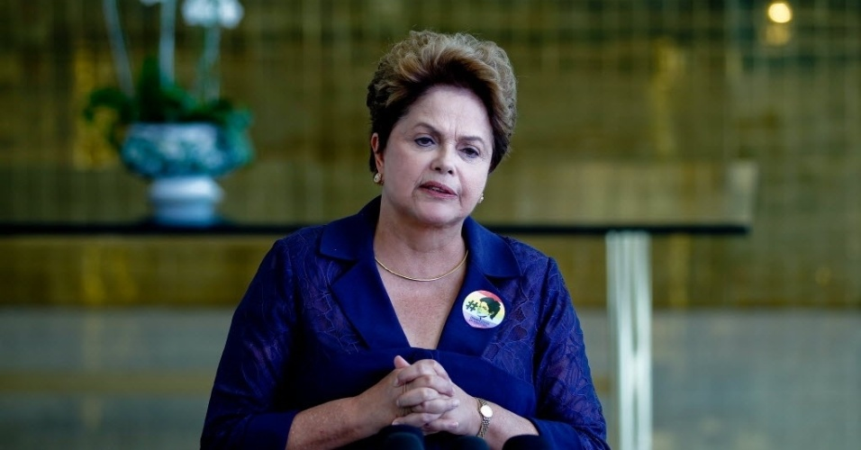 7.set.2014 - A candidata à presidência da República pelo PT, Dilma Rousseff, dá entrevistas no Palácio do Alvorada. Dilma participou de encontro com representantes de instituições da juventude, no Palácio da Alvorada, e o tema central foi a reforma política