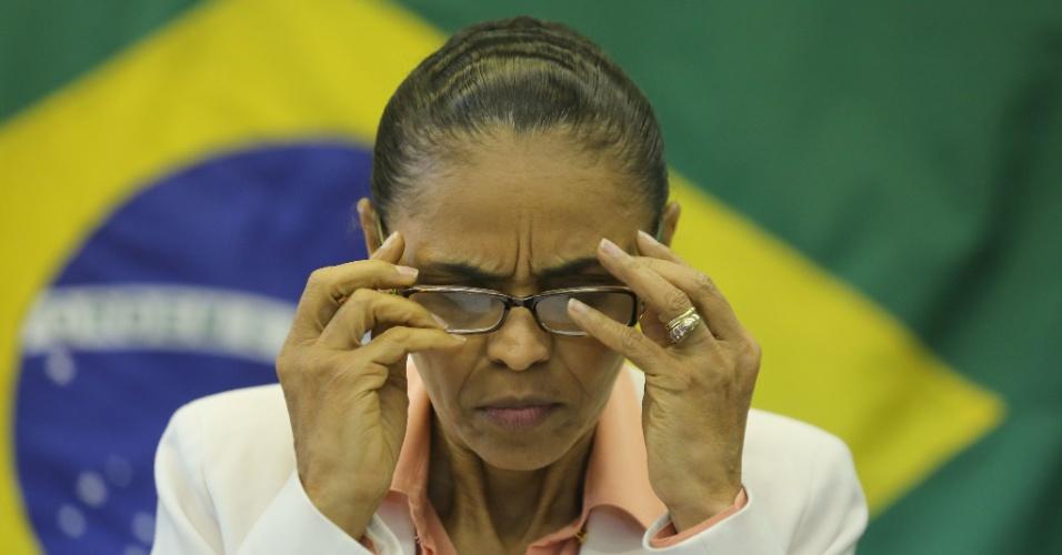7.set.2014 - A candidata do PSB à Presidência da República, Marina Silva, arruma os óculos durante entrevista coletiva que concedeu na sede do seu comitê eleitoral, na Vila Clementino, região sul de São Paulo, neste domingo (7)