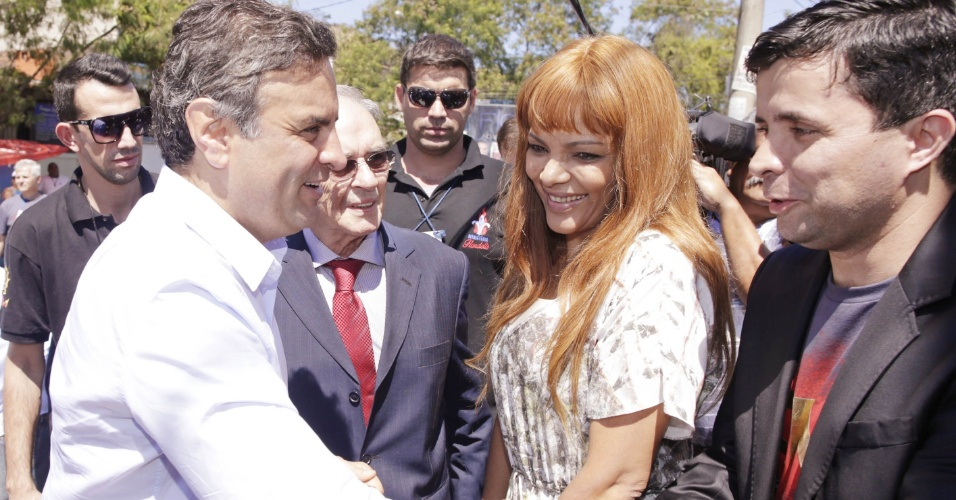 7.set.2014 - O candidato do PSDB à Presidência da República, Aécio Neves, participa do 9º Congresso Internacional de Missões, em São Gonçalo, no Rio de Janeiro