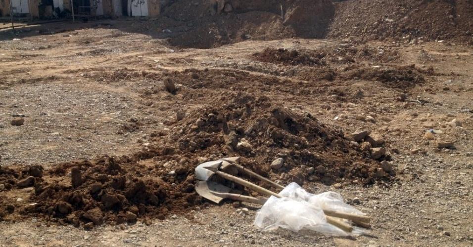 8.set.2014 - Dezenas de corpos foram encontrados em uma vala coletiva no dia 5 de setembro, em Sulaiman Bek, a 175 km de Bagdá, provavelmente mortos por jihadistas do Estado Islâmico (EI). Soldados curdos e voluntários iraquianos lutam contra jihadistas do EI, que dominam a região com muita violência