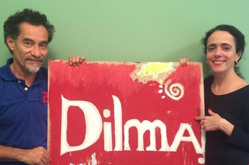 8.set.2014 - O casal de atores Chico Díaz e Sílvia Buarque declararam apoio à reeleição da presidente Dilma Rousseff (PT). Díaz pintou um quadro em homenagem à presidente e publicou uma foto dele com Sílvia nas redes sociais
