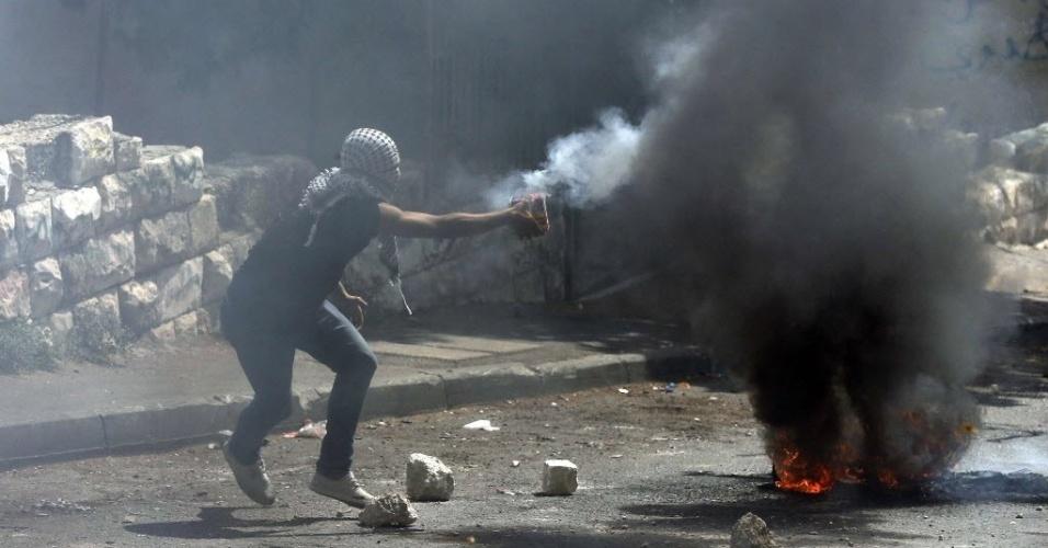 8.set.2014 - Palestinos entram em confronto com a polícia israelense no bairro Wadi al-Joz, em Jerusalém . Os protestos começaram após um jovem palestino ser morto em por policiais de Israel na semana passada
