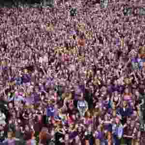 """8.set.2014 - Ruivos de todo o mundo celebraram até domingo (7) o """"Roodharigendag"""" (Dia dos Ruivos) em Breda, na Holanda. A data é comemorada anualmente na cidade na primeira semana de setembro com uma série de eventos. Neste ano, reuniu exposições de arte, shows de música e desfiles de moda protagonizados pela comunidade de ruivos da região. O Dia dos Ruivos teve público estimado em 5.000 pessoas - Arie Kievit/EPA/EFE"""