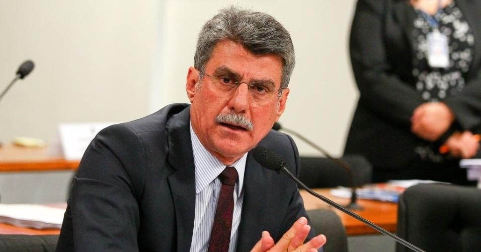"""ROMERO JUCÁ - O senador Romero Jucá (PMDB-RR) é outro citado por Paulo Roberto Costa, segunda a revista Veja, como envolvido em esquema de desvio de dinheiro na Petrobras. Jucá nega envolvimento em corrupção na estatal. O vice-presidente da República, Michel Temer (PMDB), afirmou que seu partido """"não tem nada a ver"""" com as denúncias do ex-diretor da Petrobras"""