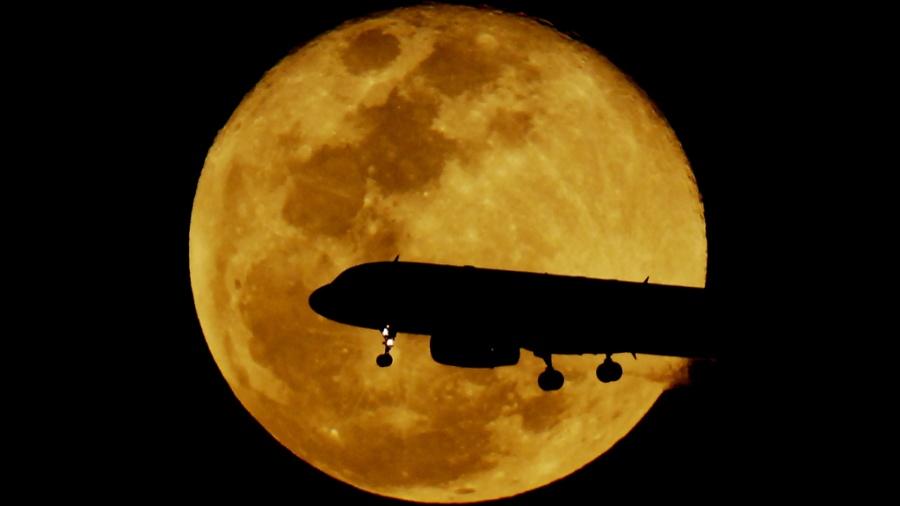 Voos internacionais saindo do Brasil com destino aos Estados Unidos e Europa costumam ocorrer em período noturno - Reinaldo Canato/ UOL