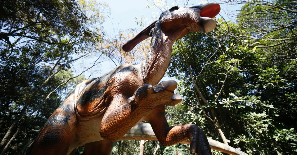 9.set.2014 - Dentre as 20 réplicas de dinossauros da exposição interativa