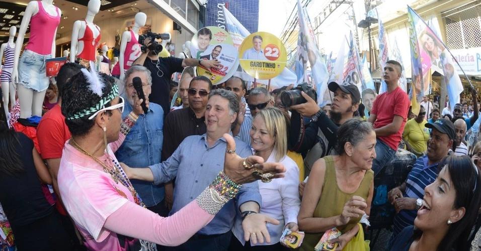 9.set.2014 - O candidato ao governo do Rio Anthony Garotinho (PR) faz caminhada em Duque de Caxias, na baixada fluminense, nesta terça-feira