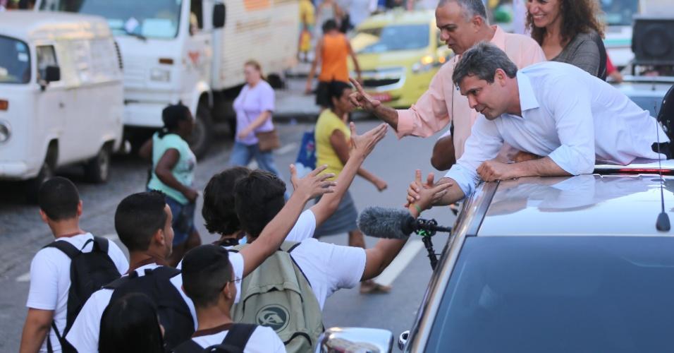 9.set.2014 - O candidato ao governo do Rio Lindberg Farias (PT) faz carreata na zona norte da capital