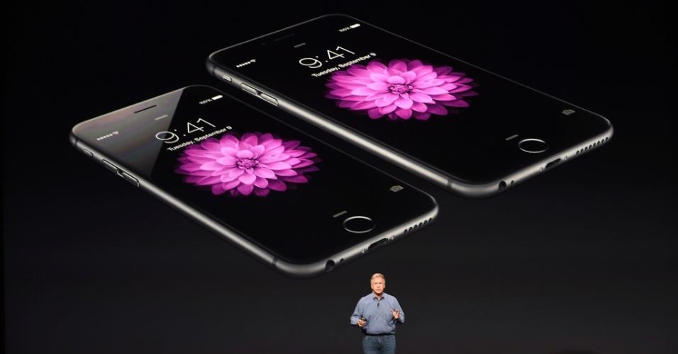 Em evento na Califórnia, Apple apresenta os novos produtos iPhone 6 e iPhone 6 Plus, com telas de 4,7 e 5,5 polegadas, respectivamente. Ambos os dispositivos usam a Retina HD, tela de alta resolução