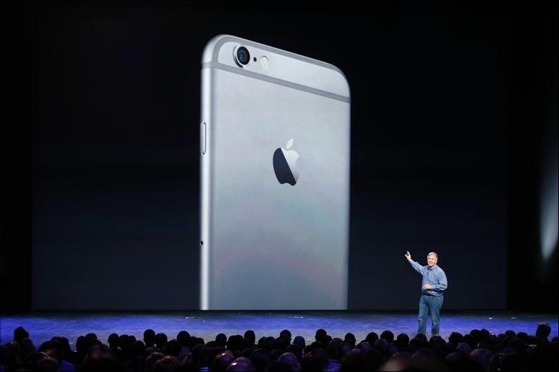No quesito tela, os novos iPhones trazem além das telas maiores uma resolução maior das imagens exibidas nelas. O iPhone 6 Plus, por exemplo, vem com tela de resolução de 1.920 x 1.080 pixels, ante a 1.136 x 640 pixels do 5s. Por sua vez, o iPhone 6 tem 1.334 x 750 pixels