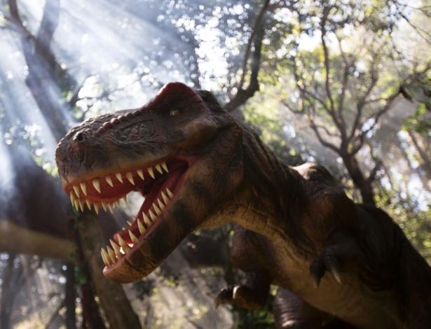 """Réplica animatrônica de Tyrannossaurus rex que faz parte da exposição """"O Mundo dos Dinossauros"""", no Zoológico de São Paulo - Junior Lago/UOL"""
