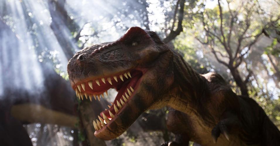 Réplica animatrônica de Tyrannosaurus rex que faz parte da exposição