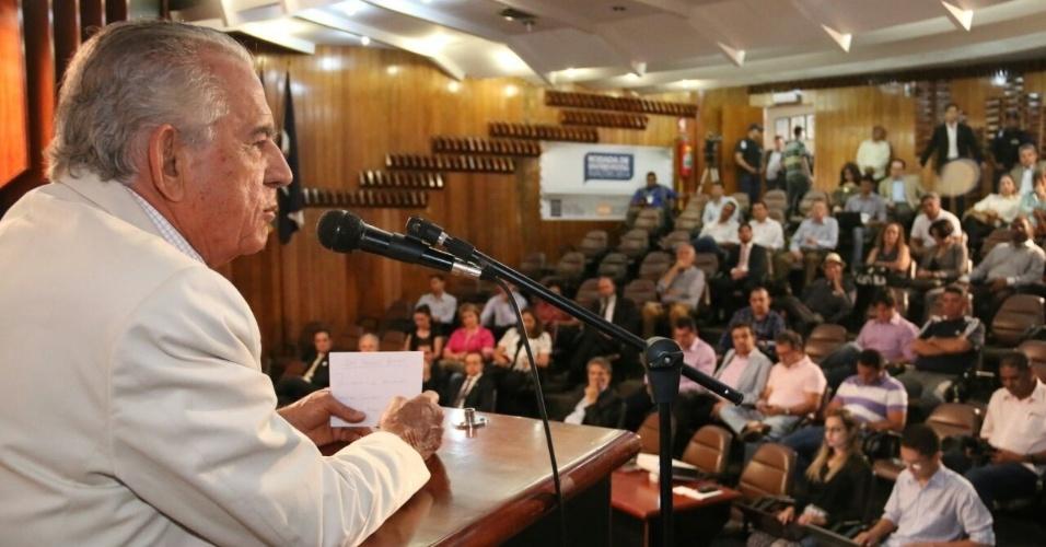 10.set.2014 - O candidato ao governo de Goiás pelo PMDB, Iris Rezende, participa de sabatina na Associação Comercial, Industrial e de Serviços (Acieg), em Goiânia
