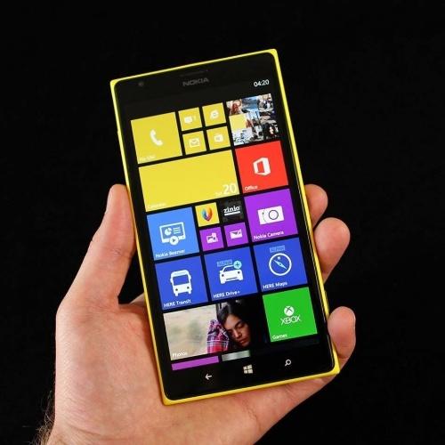 Nokia Lumia 1520 (Tela: 6 polegadas). O phablet se destaca pela alta qualidade do conteúdo multimídia. As imagens exibidas na tela são vivas e coloridas. O áudio é cristalino. As fotos tiradas com o equipamento, de 20 megapixels, são fiéis à realidade, com traços e gráficos bem delineados. No Brasil, ele é vendido a partir de R$ 2.599